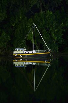 Free Night Boat Reflection Royalty Free Stock Photos - 6192518