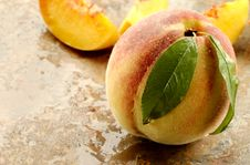 Free Fresh Picked Peach Stock Photography - 6197222