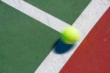Free Tennis Ball Royalty Free Stock Photography - 6198397