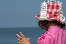 Free Young Girl In Sunhat On Beach Royalty Free Stock Images - 622019