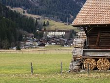 Free Barn In The Alps Royalty Free Stock Photography - 623167