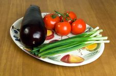 Free Selection Of Fresh Vegetables On A Plate 2. Stock Photo - 624040