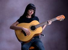 Free Beautifull Brunette Playing Guitar Stock Images - 6203624