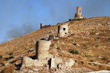 Free Ruins Of Medieval Fortress Royalty Free Stock Images - 6205059