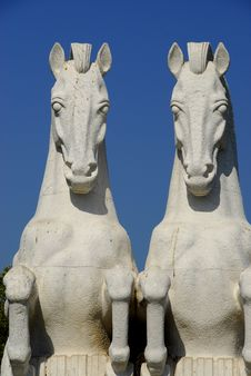 Free Horses Statue In Jeronimos Garden Royalty Free Stock Photos - 6206398