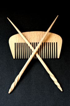 Free Wooden Hairbrush And Sticks Stock Images - 6206914