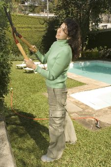 Free Woman Cutting Shrub Stock Photography - 6213492