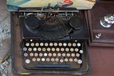 Free Very Old Typewriter Stock Photo - 6219160