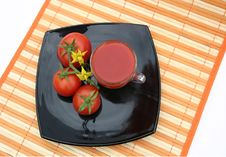 Free Black Plate With Red Tomatoes Royalty Free Stock Images - 6231299