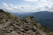 Free View From The Edge Of The Precipice Royalty Free Stock Images - 6232329