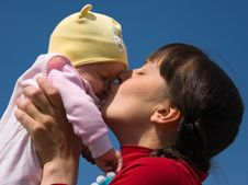 Free Baby With Mom Stock Photo - 6234800