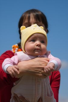 Free Baby With Mom Royalty Free Stock Photography - 6234817