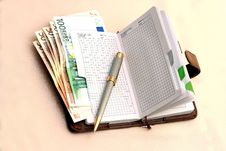 Free Leather Organizer With Banknotes Stock Photos - 6236563