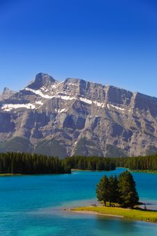 Free Lake And Mountains Royalty Free Stock Image - 6236766