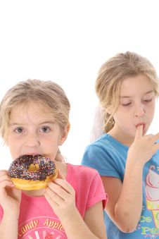 Free Twin Sisters Eating A Doughnut Vertical Stock Photography - 6239892