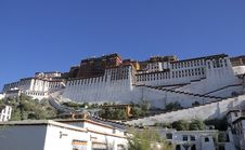 Free The Potala Palace In Blue Sky Royalty Free Stock Photos - 6241788