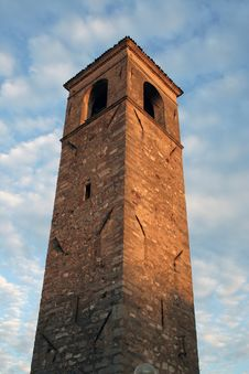 Free Bell Tower Near Garda Lake Italy Royalty Free Stock Image - 6244736