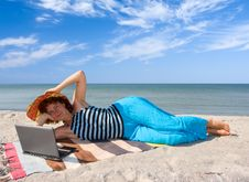Free Woman With Laptop At Seaside Royalty Free Stock Photography - 6245027
