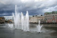 Free Fountain And Moscow River Stock Photos - 6250593