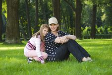 Free Mother And Daughter On Lawn Royalty Free Stock Images - 6251509