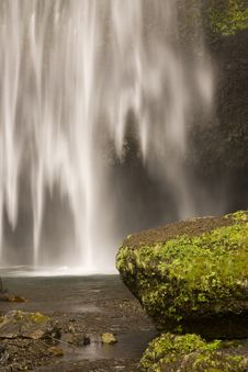 Free Peaceful Waterfall And Rocks Royalty Free Stock Images - 6252279