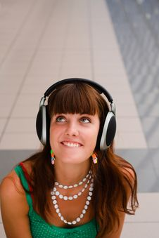 Free Young Smiling Girl In Headphones Stock Images - 6253014