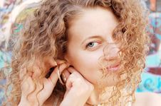 Free Adjusting Gold Ear Ring Stock Images - 6261164