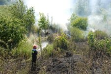 Free Fireman Fighting A Heath Fire In Gdansk, Poland Royalty Free Stock Photography - 6262447