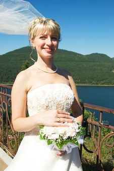 Free Happy Young Bride Outdoor Royalty Free Stock Image - 6276046