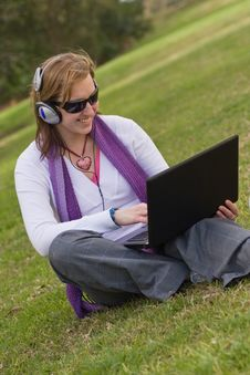 Free Women With Laptop And Earphones Royalty Free Stock Photos - 6277298