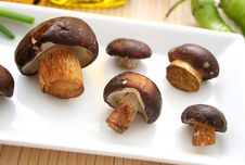 Free Fresh Mushrooms Royalty Free Stock Photos - 6282508