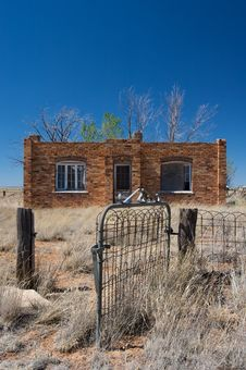 Free Rustic Brick House In The Desert Stock Images - 6284614