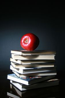 Free Books And Red Apple Stock Photography - 6287032