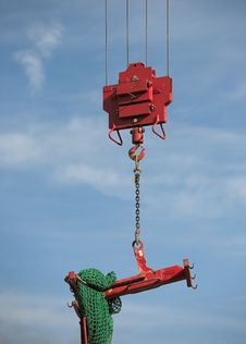 Free Crane Lifting Load Royalty Free Stock Images - 6290579