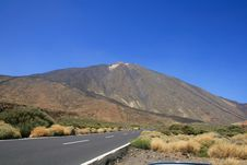 Free Desert Road To Volcano Royalty Free Stock Photo - 6298385