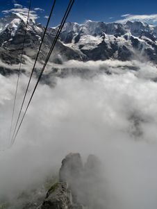 Free Alps With Mist And Cable Car Royalty Free Stock Photos - 633418