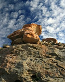 Free Blue Sky Above Red Rock Royalty Free Stock Images - 633449