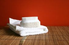 Free Pumice Brush And Towel At A Spa - Health And Beauty Stock Photo - 637150