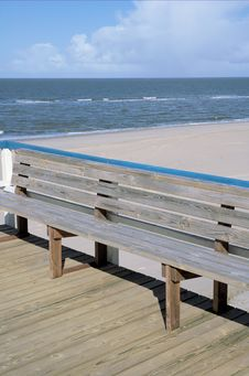 Free Bench By The Beach Royalty Free Stock Photos - 639158