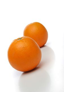 Free A Pair Of Juicy Oranges Royalty Free Stock Image - 639786