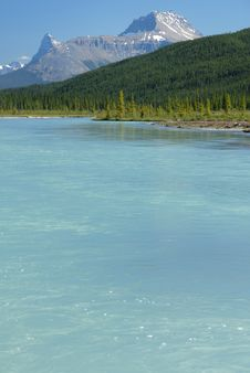 Free Tranquil Lake View In Canadian Rockies Stock Photo - 6303490