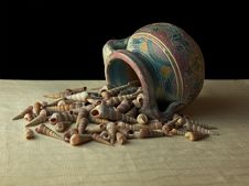 Free Clay Pot Dumping Shells Royalty Free Stock Photos - 6305918