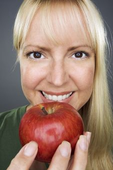 Free Beautiful Woman With Apple Stock Photography - 6306522