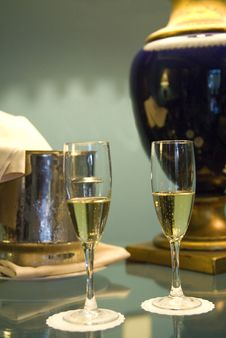 Free Champagne Glasses And Bottle In Hotel Suite Royalty Free Stock Image - 6308846