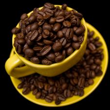Free Coffee Beans In A Yellow Cup Royalty Free Stock Photos - 6311828