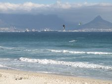 Kite Surfing In Table Bay Royalty Free Stock Photography