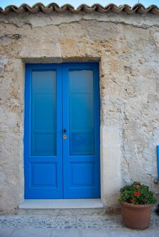 Free Bright Blue Door Stock Image - 6319691