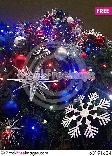 Free Decorations And Lights On A Christmas Tree In Bryant Park. Stock Images - 63191634