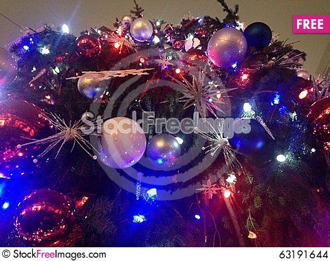 Free Decorations And Lights On A Christmas Tree In Bryant Park. Stock Images - 63191644