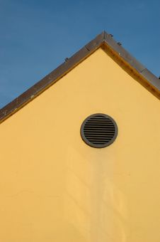 Free Round Window On Yellow Facade Royalty Free Stock Photos - 6322068